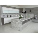 bancada de mármore branco cozinha