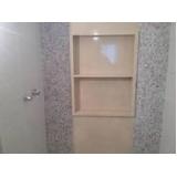 nicho de banheiro com moldura Brás