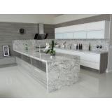 pias de mármore branco Caiubi